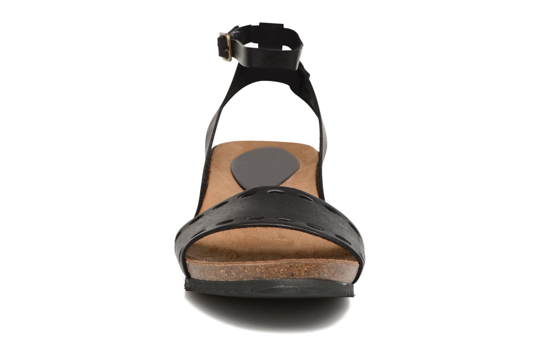 Sandales et nu-pieds Kickers Tokrom Noir vue portées chaussures