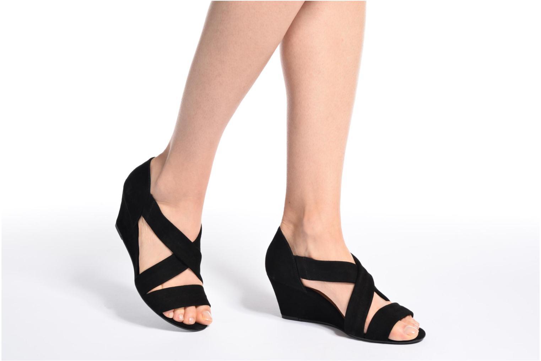 Sandales et nu-pieds COSMOPARIS Vika/Vel Noir vue bas / vue portée sac