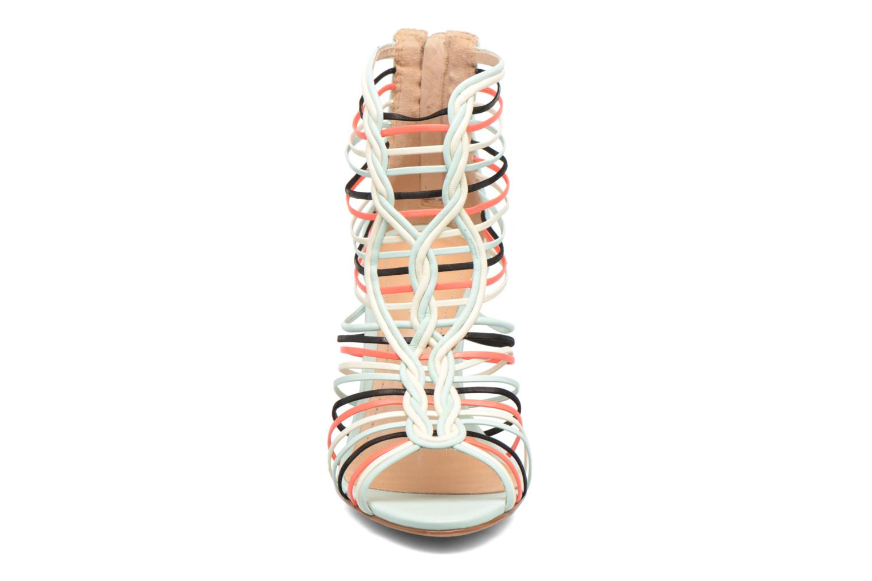 Sandali e scarpe aperte COSMOPARIS Ameya Bianco modello indossato