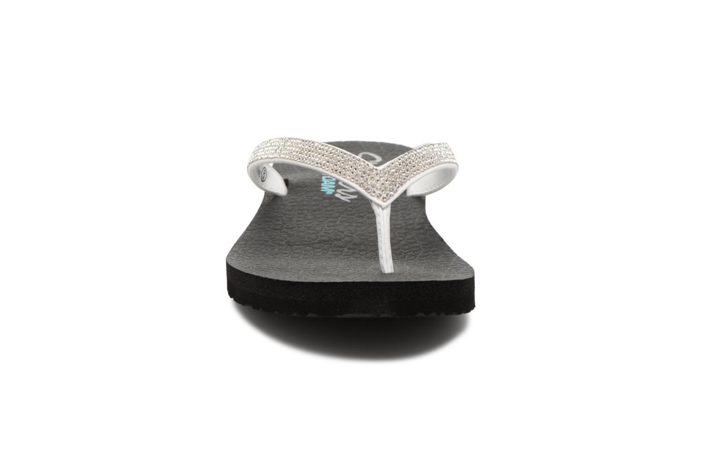 Infradito Skechers Meditation Chill Vibes Bianco modello indossato