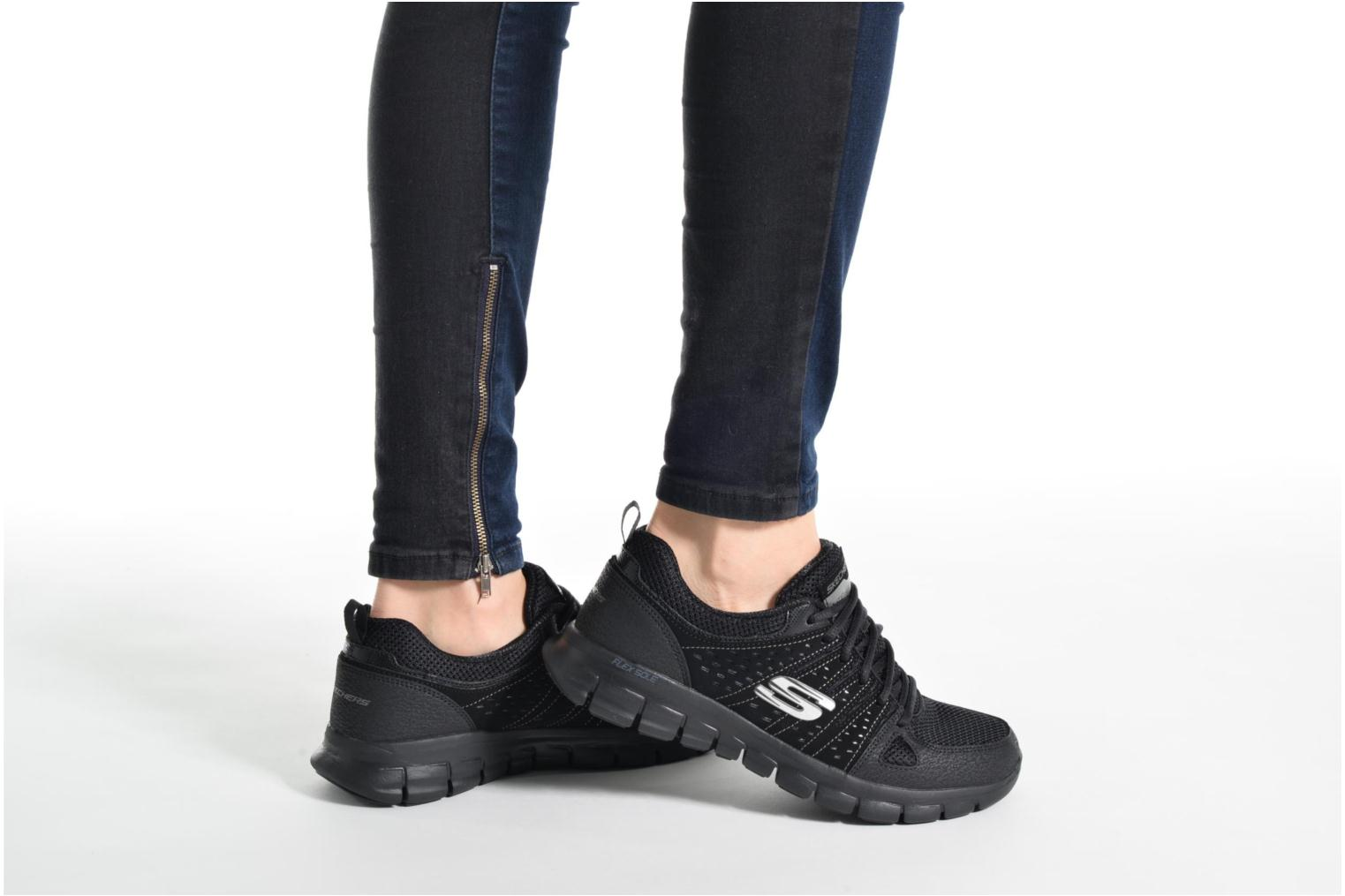 Trainers Skechers Synergy Look Book Black view from underneath / model view
