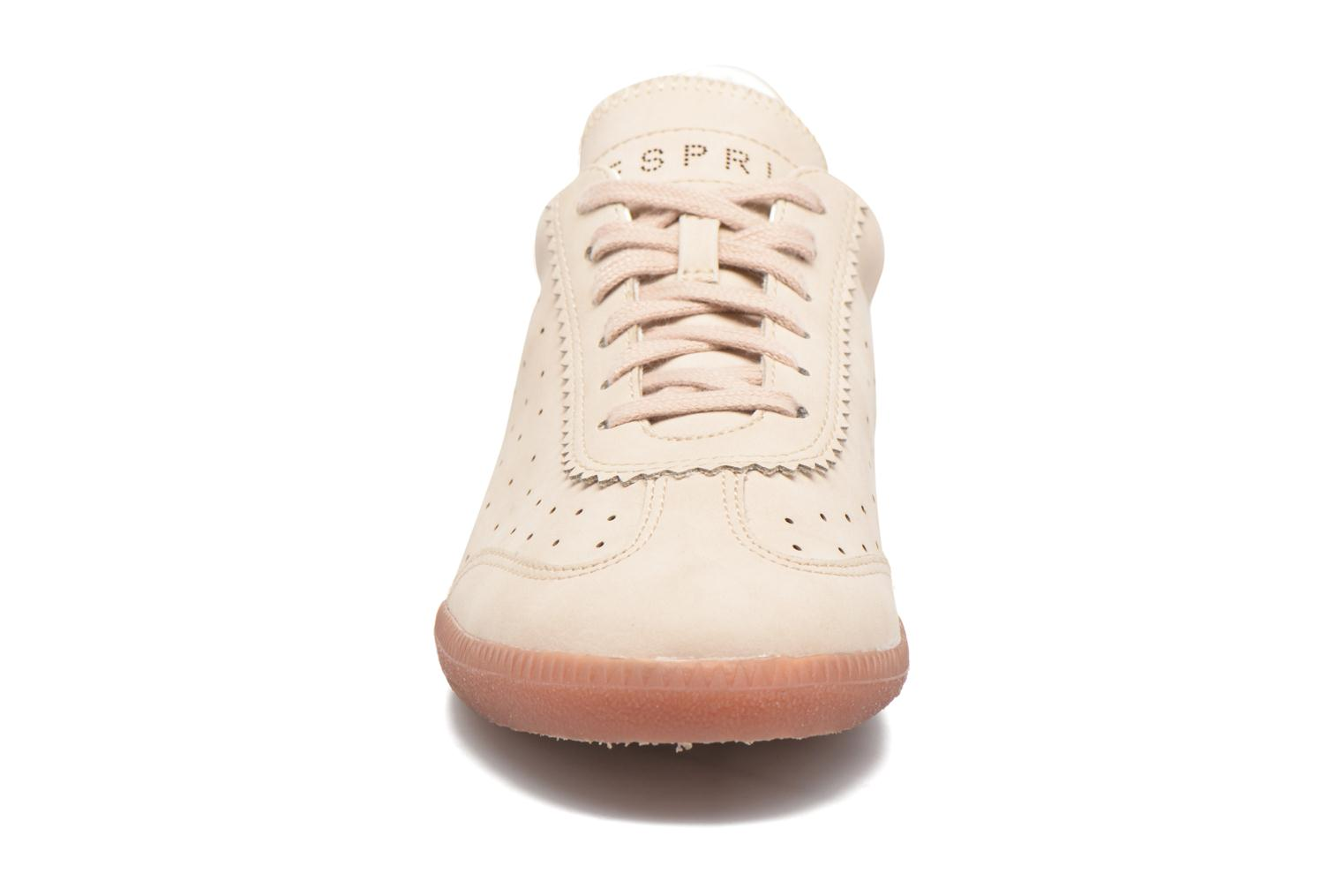 Sneakers Esprit Trainee Lace Up Beige se skoene på