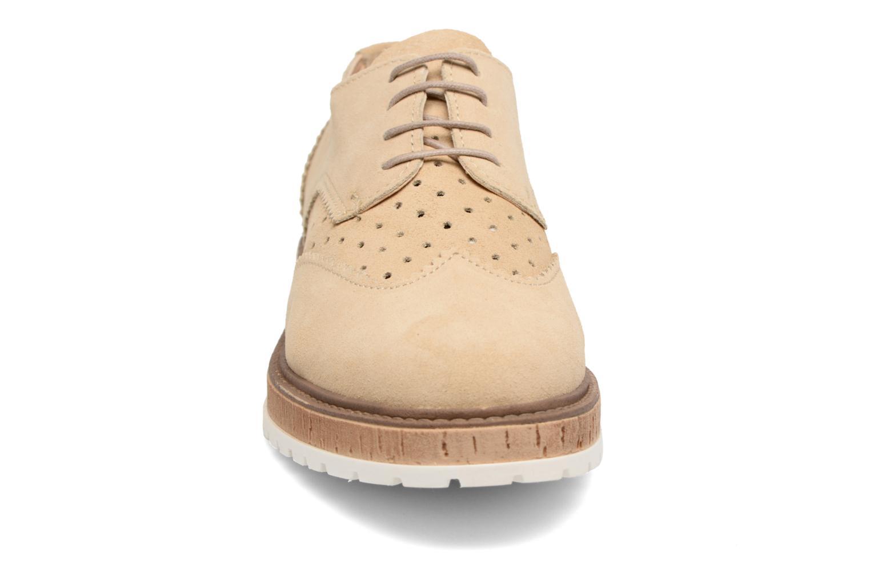 Zapatos con cordones Esprit Crissy Lace Up Beige vista del modelo