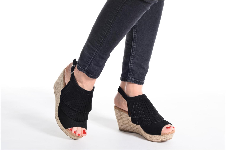 Sandali e scarpe aperte Minnetonka Ashley Beige immagine dal basso