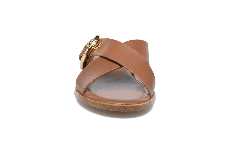Zoccoli Michael Michael Kors Cooper Sandal Marrone modello indossato