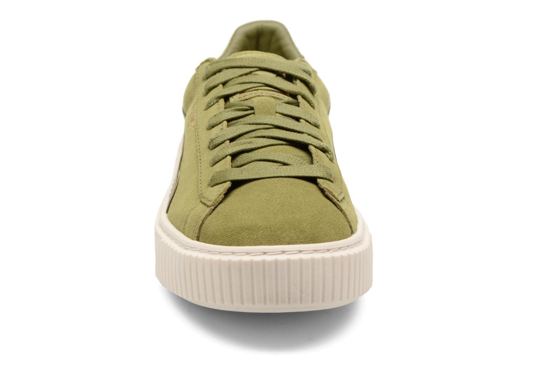 Baskets Puma WNS SUEDE PLATF SATIN Vert vue portées chaussures