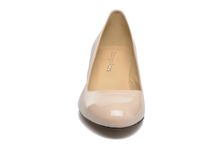 Zapatos de tacón Georgia Rose Slico Beige vista del modelo