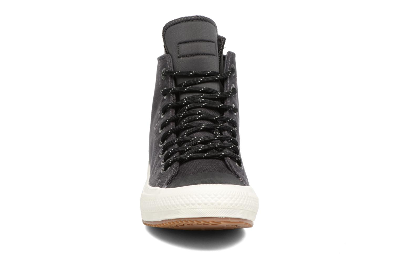 Baskets Converse Chuck Taylor All Star II Hi Shield Canvas Boot M Noir vue portées chaussures