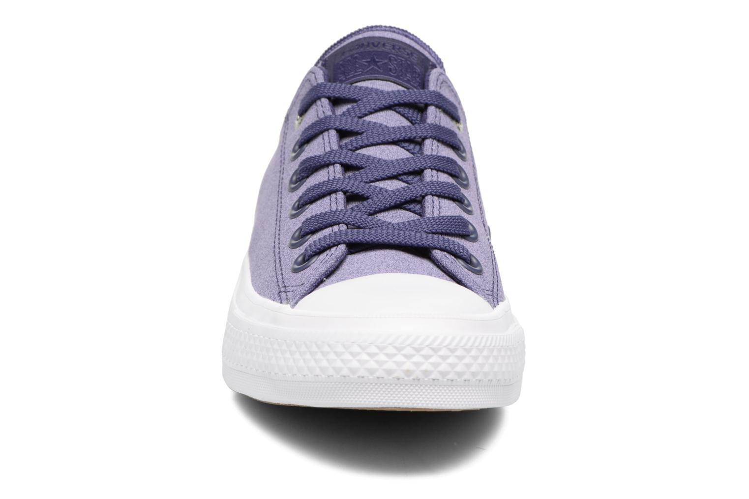 Baskets Converse Chuck II Two-Tone Leather Ox W Violet vue portées chaussures