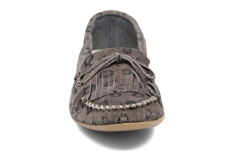 Mocassins Ippon Vintage Moc Kiss Gris vue portées chaussures