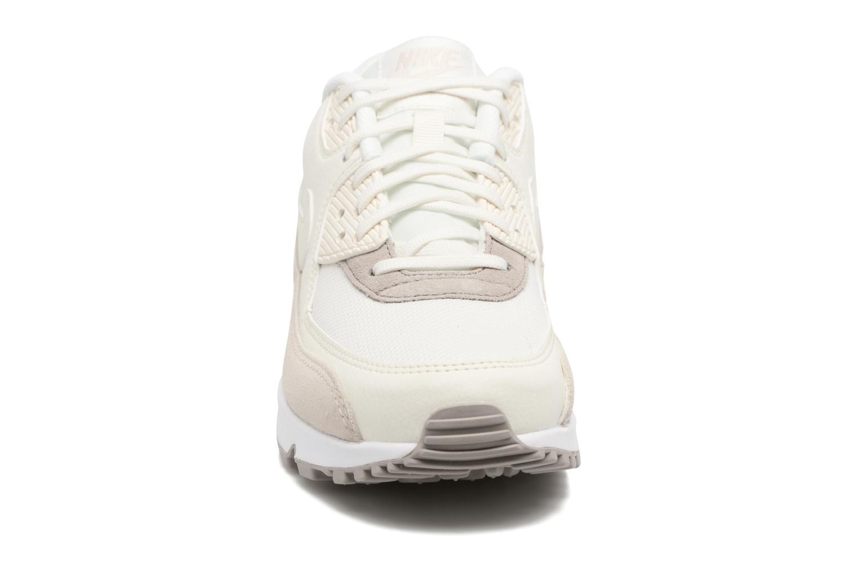 Baskets Nike Wmns Air Max 90 Beige vue portées chaussures