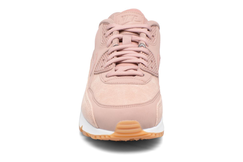 Baskets Nike Wmns Air Max 90 Se Rose vue portées chaussures