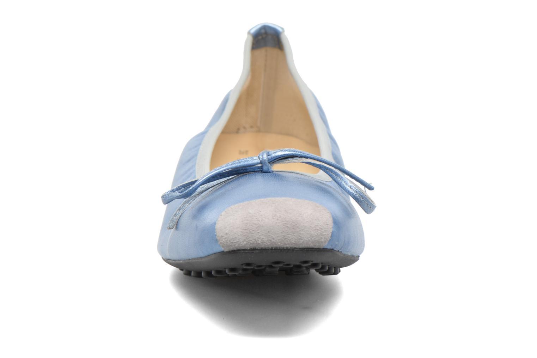 Ballerine Elizabeth Stuart Lacq 391 Azzurro modello indossato