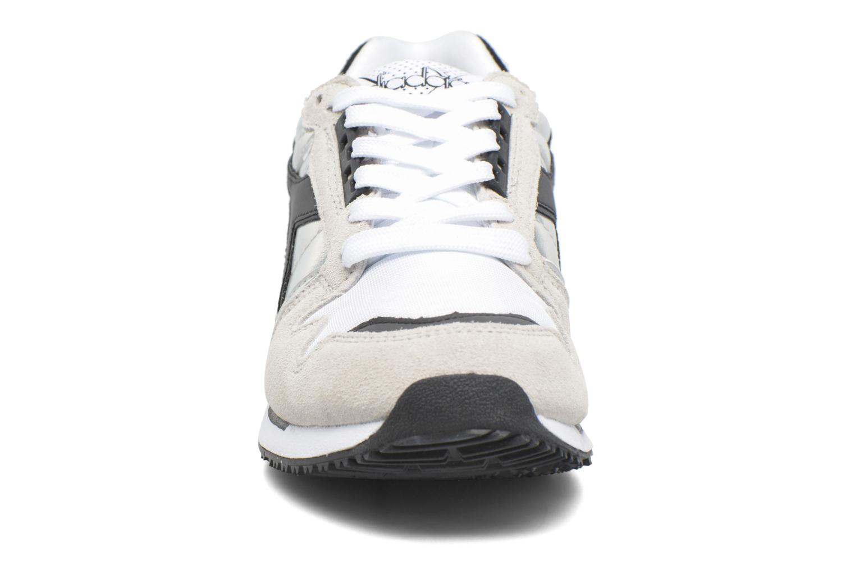 Sneakers Diadora IC 4000 HOLOGRAM Grigio modello indossato