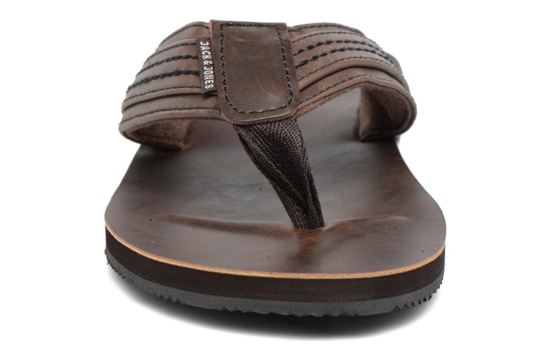 Tongs Jack & Jones Bob leather sandal Marron vue portées chaussures