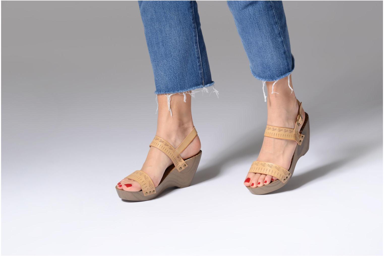 Sandalen Coolway Caiman beige ansicht von unten / tasche getragen