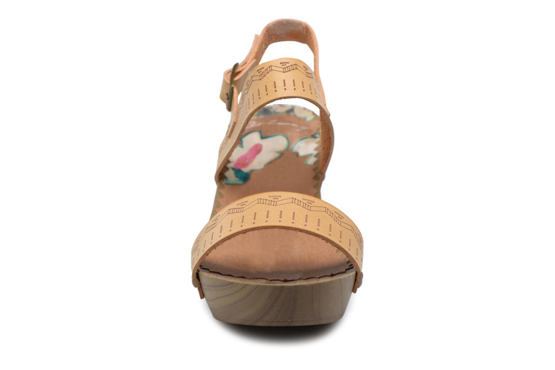 Sandali e scarpe aperte Coolway Caiman Beige modello indossato