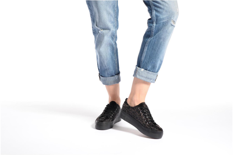 Sneaker MTNG Box 56399 schwarz ansicht von unten / tasche getragen