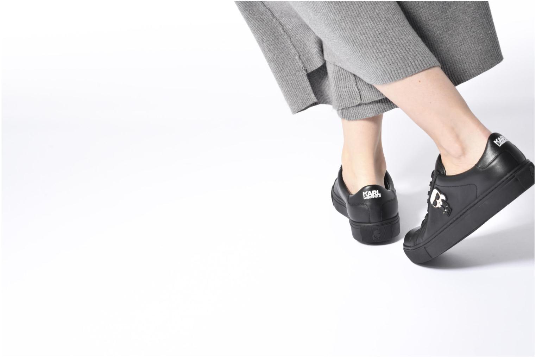 Sneaker Karl Lagerfeld Kupsole Karl Ikonik Lo Lace weiß ansicht von unten / tasche getragen