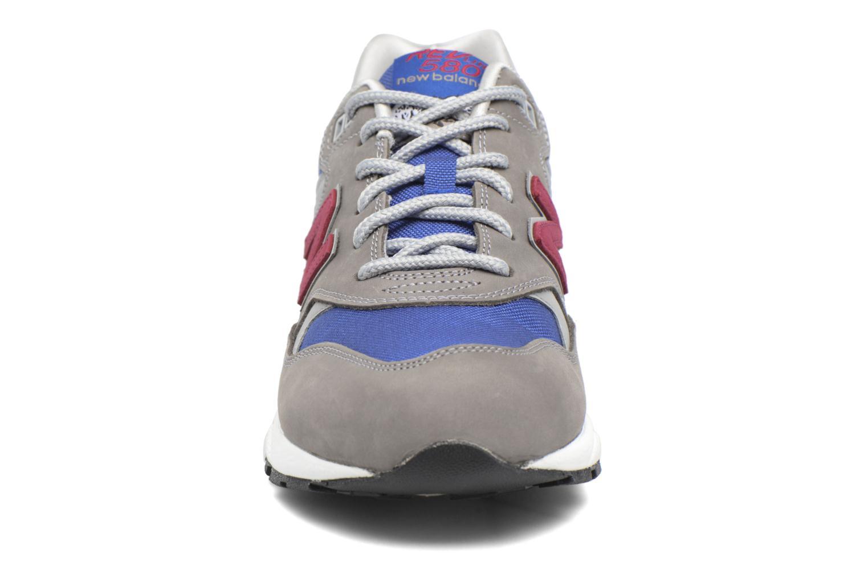 Baskets New Balance MRT580 D Q2 Gris vue portées chaussures