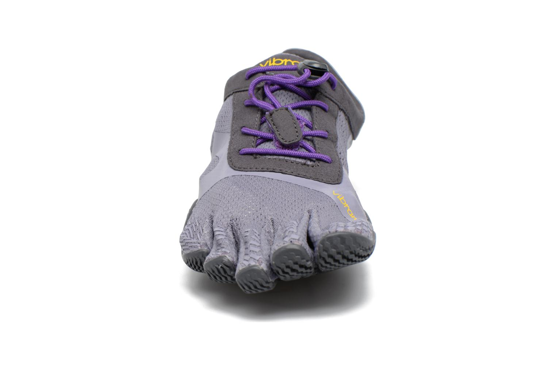 Scarpe sportive Vibram FiveFingers KSO Evo Viola modello indossato