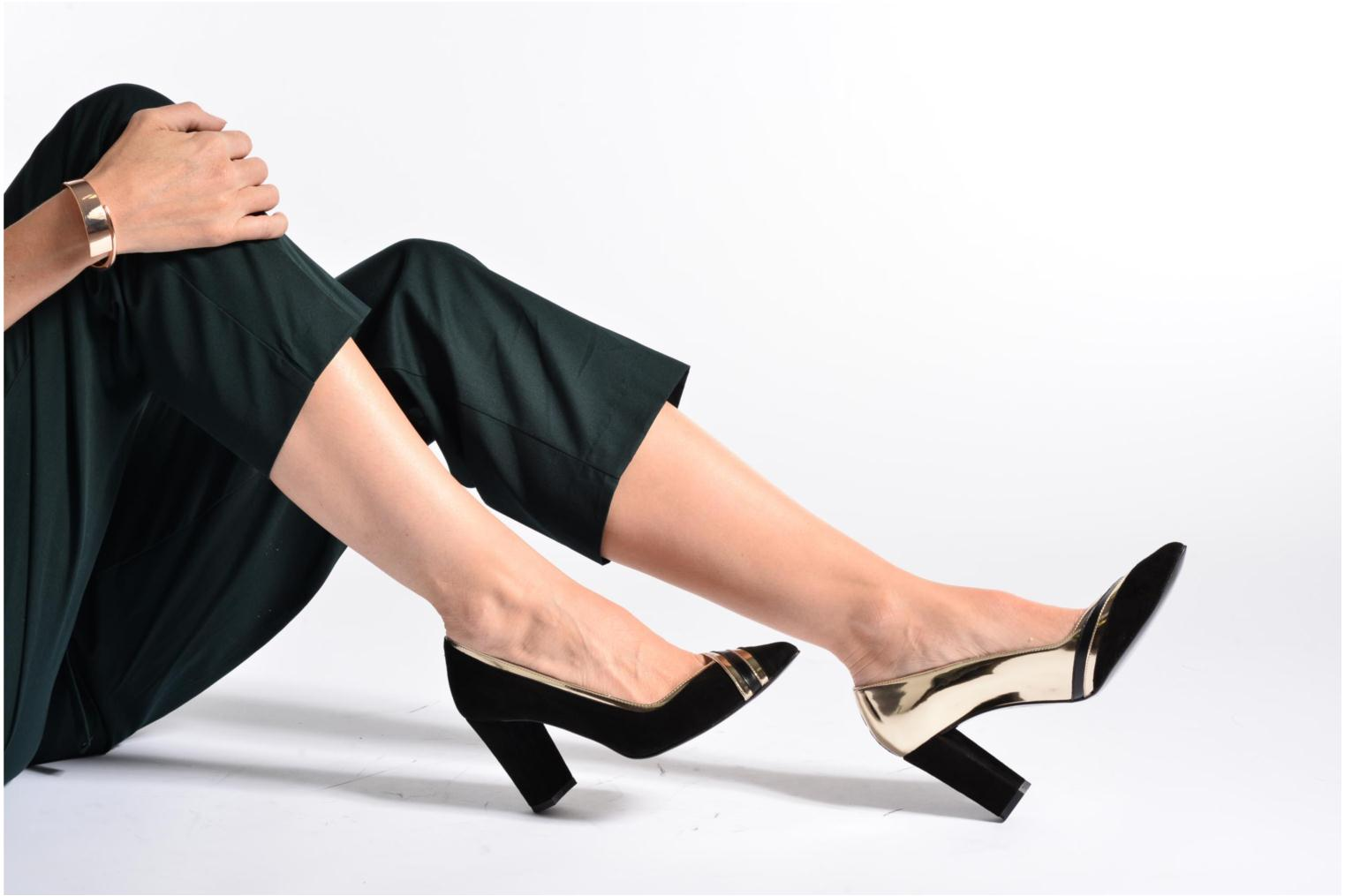 High heels Made by SARENZA Shoe Officer #6 Black view from underneath / model view