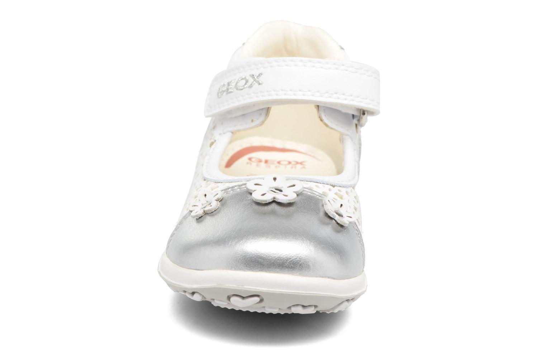 Ballerines Geox B BUBBLE B Blanc vue portées chaussures
