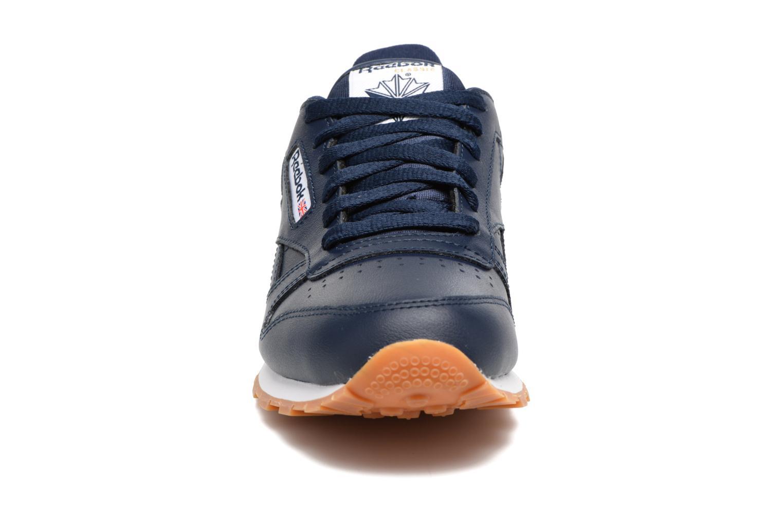 Baskets Reebok Classic Leather Gum Bleu vue portées chaussures