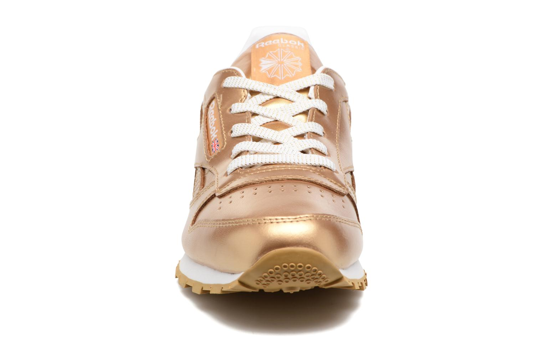 Baskets Reebok Classic Leather Metallic Or et bronze vue portées chaussures