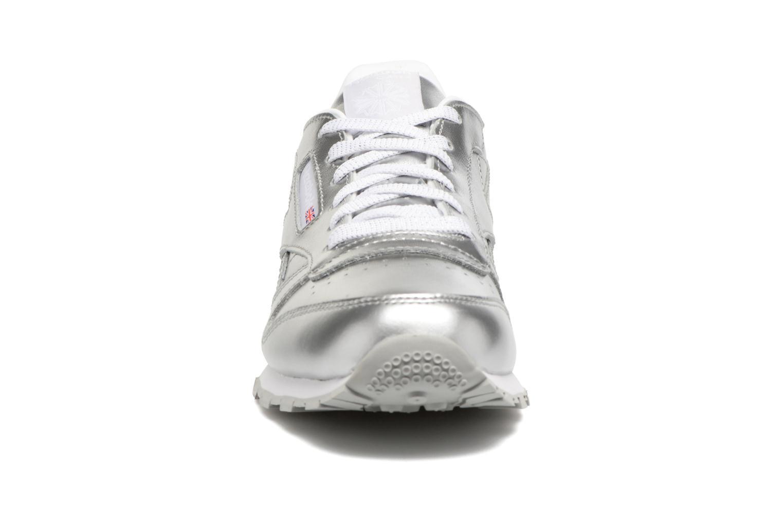 Baskets Reebok Classic Leather Metallic Argent vue portées chaussures