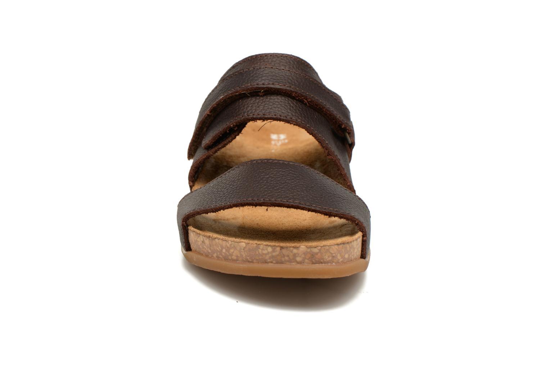 Sandales et nu-pieds El Naturalista Zumaia NF43 Marron vue portées chaussures