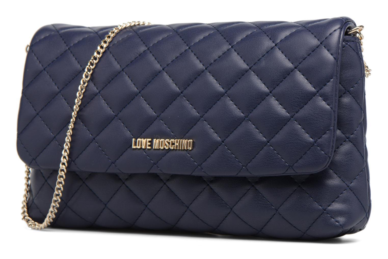 Sacs à main Love Moschino Pochette Chaine Quilted Bleu vue portées chaussures