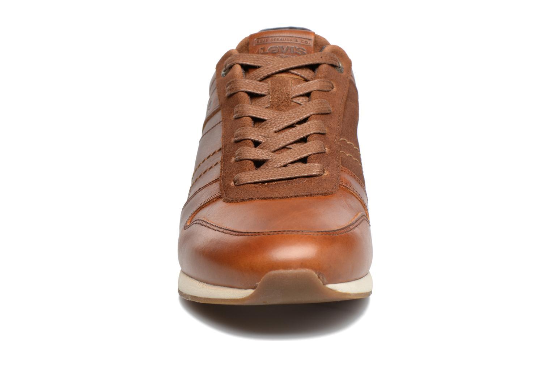 Baskets Levi's Bristol Marron vue portées chaussures