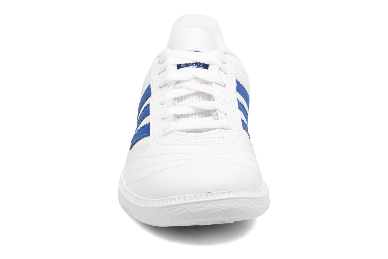 Baskets Adidas Originals Busenitz J Blanc vue portées chaussures