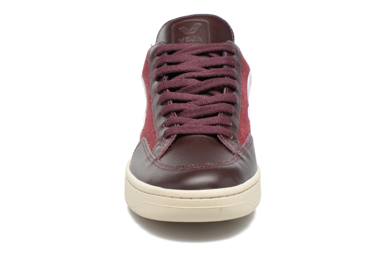 Baskets Veja V-12 B-MESH Bordeaux vue portées chaussures