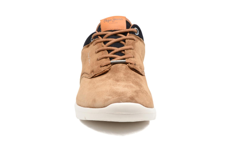 Baskets Pepe jeans JAYDEN SUEDE Marron vue portées chaussures