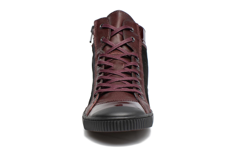 Sneakers Pataugas Bono Bordò modello indossato