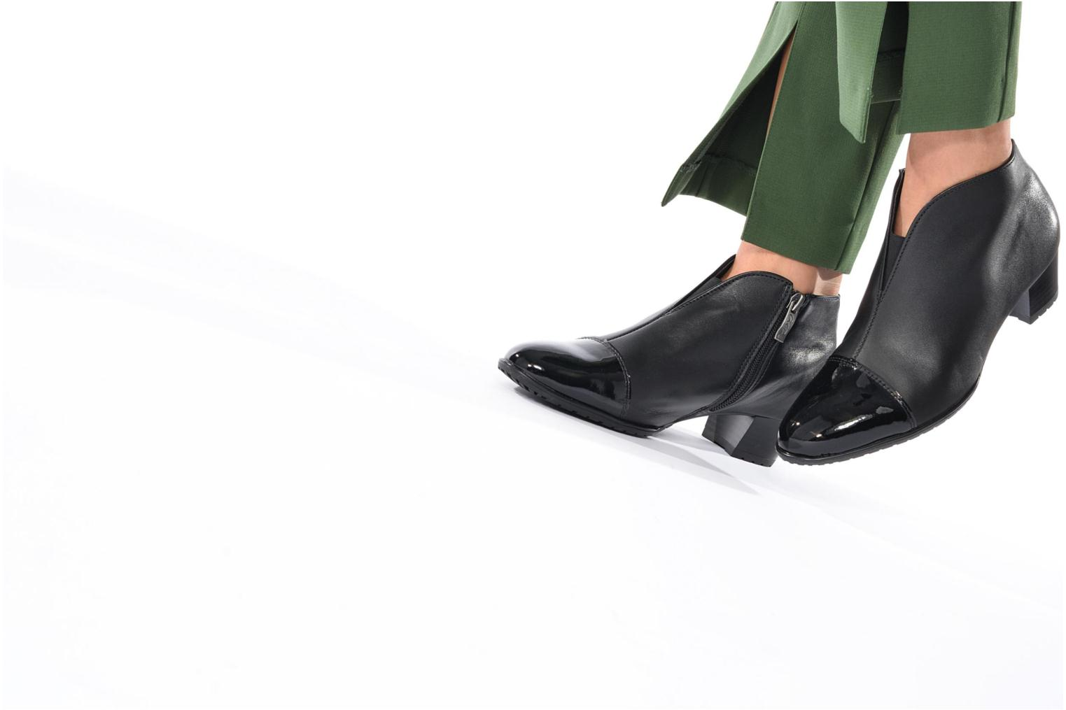 Ankle boots Ara Padua Tron 42110 Black view from underneath / model view