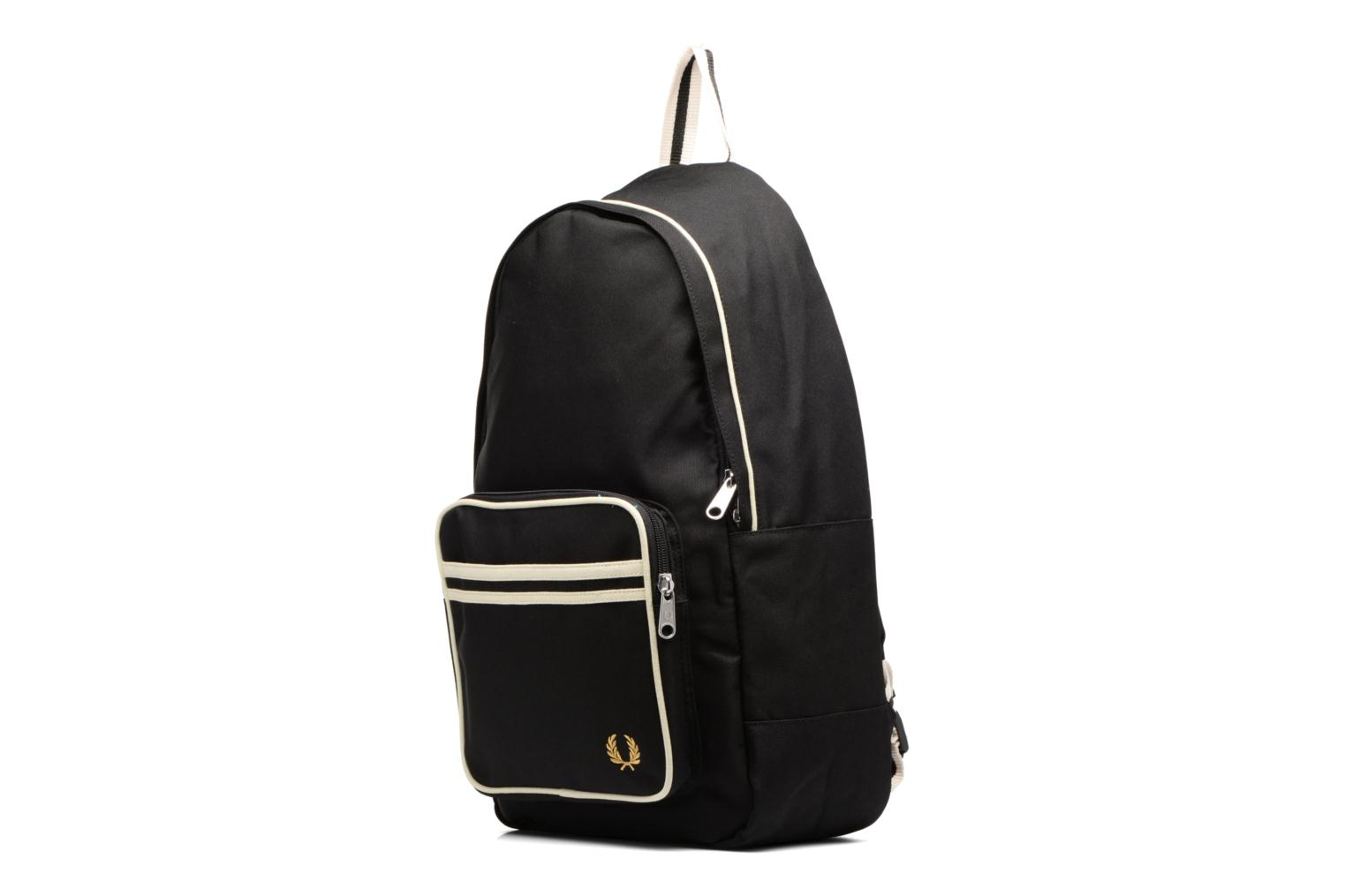 Sacs à dos Fred Perry Twin Tipped Backpack Noir vue portées chaussures