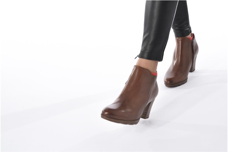 Bottines et boots Tamaris Imarune Marron vue bas / vue portée sac