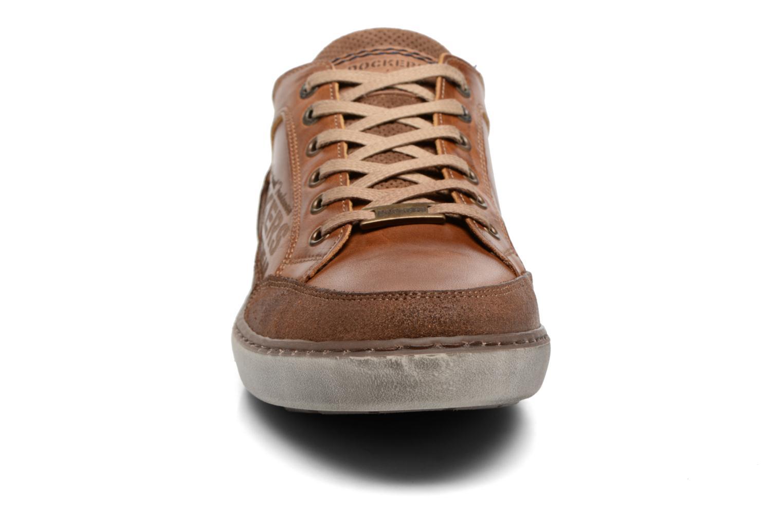 Baskets Dockers Jan Marron vue portées chaussures