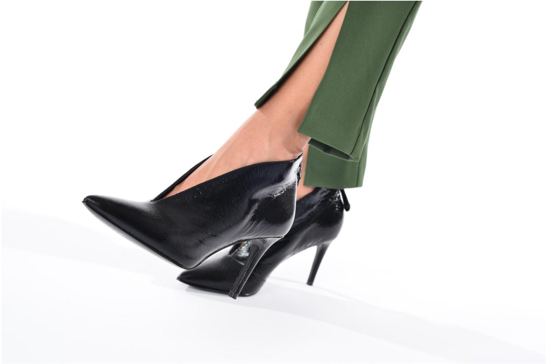 Bottines et boots Guess BOANA Noir vue bas / vue portée sac