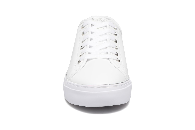 Baskets Guess GODESS Blanc vue portées chaussures