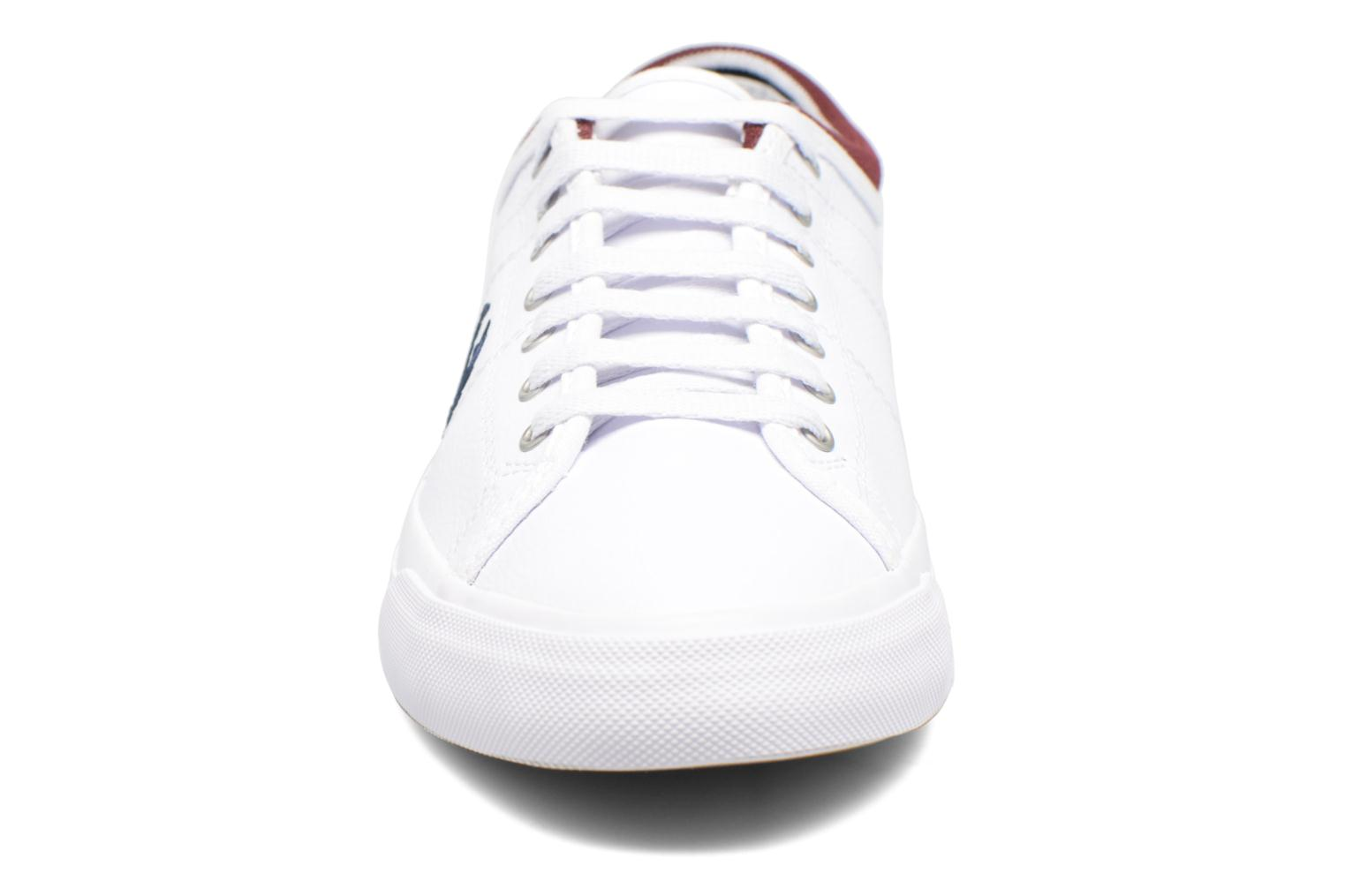 Baskets Fred Perry Kendrick Reversed Tipped Cuff Leather Blanc vue portées chaussures