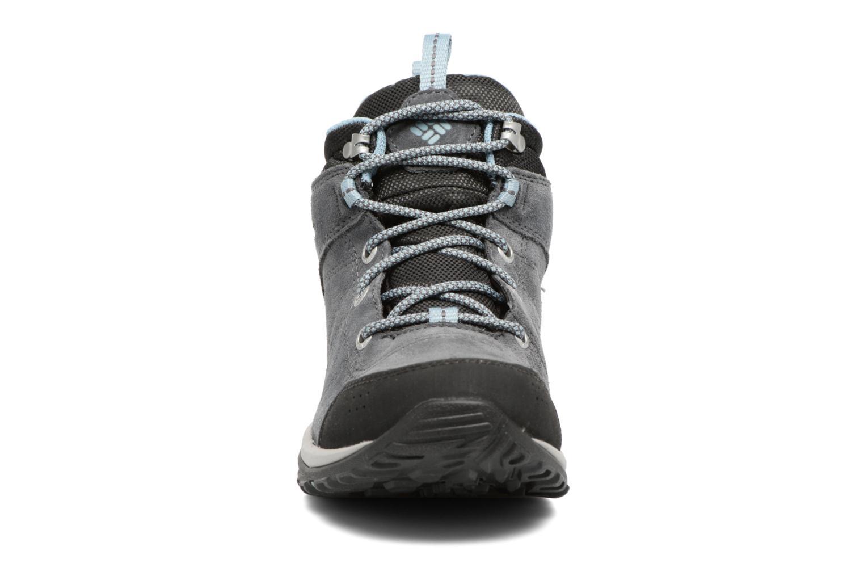 Chaussures de sport Columbia Fire Venture Mid Waterproof Gris vue portées chaussures
