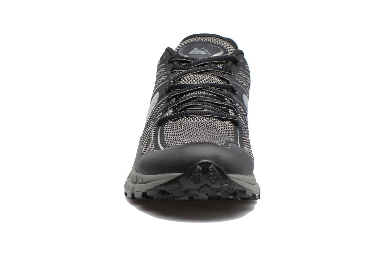 Scarpe sportive Columbia Mojave Trail Outdry Nero modello indossato