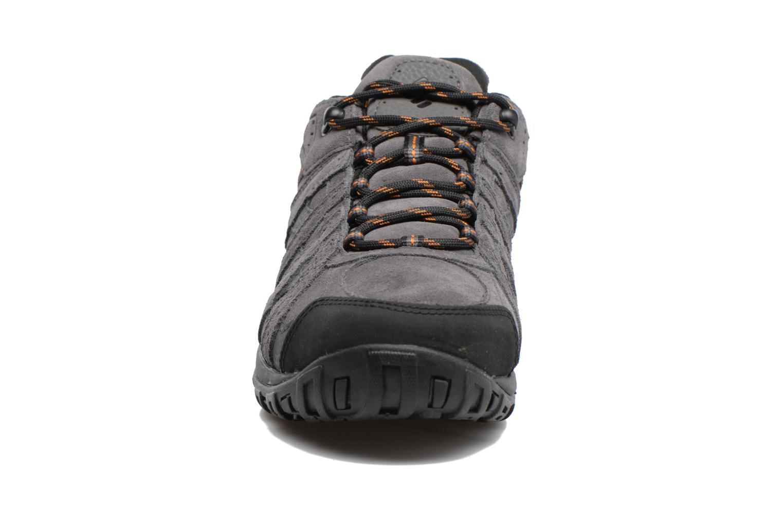 Chaussures de sport Columbia Redmond Leather Omni-Tech Gris vue portées chaussures