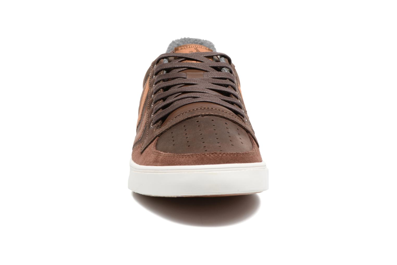 Baskets Hummel Slimmer Stadil Duo Oiled Low Marron vue portées chaussures