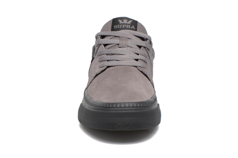 Baskets Supra Stacks II Vulc Hf Gris vue portées chaussures