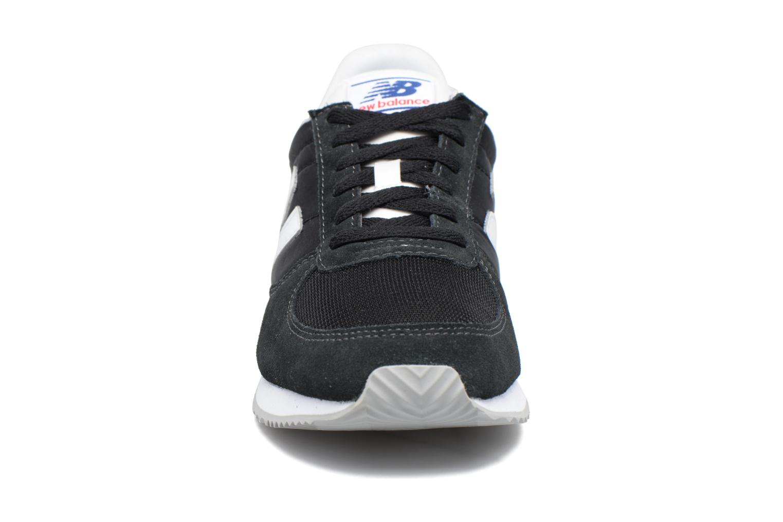 Baskets New Balance U220 Noir vue portées chaussures